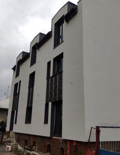 Stavba bytového domu, holodom